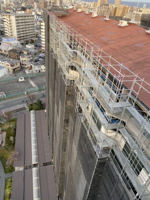 大規模修繕工事用足場組立状況
